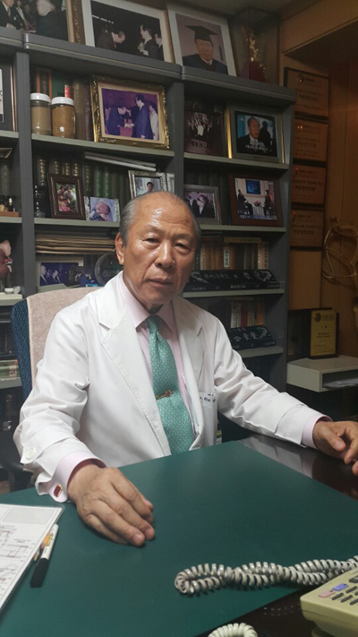 Dr. Kim helps people with Oriental medicine for 13th generation