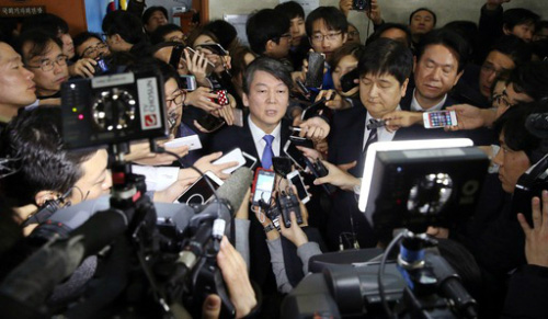 Ahn bolts from NPAD, tries to form a new opposition party