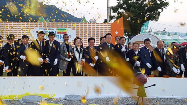 Governor Kim Kwan-yong, Mayor Baek Seun-ki invite ambassadors to Nakdong River Peace Festival on Sept. 30