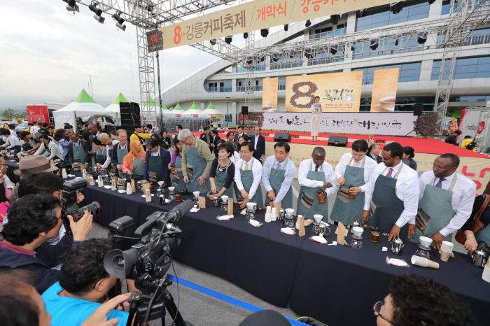 Envoys, senior diplomats, int'l journalists attend Gangneung Coffee Festival