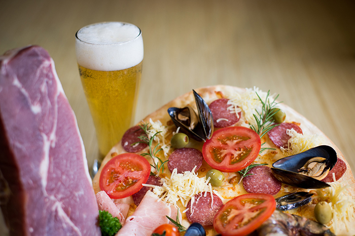Made-to-order pizza & beer at Italian restaurant, Il Ponte