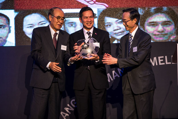 Amb. Hernandez of the Philippines honored with Ambassador of the Year Award