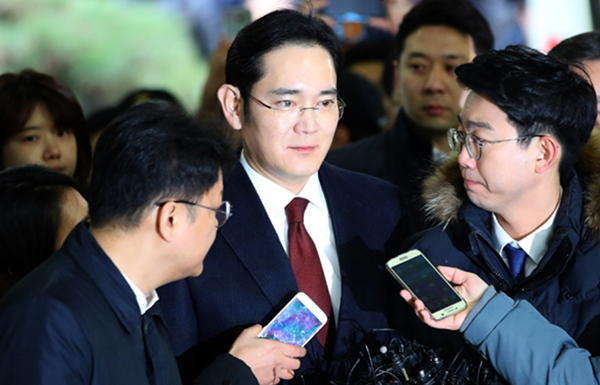 Vice Chairman Lee Jae-yong of Samsung Group ignores questions asked by reporters