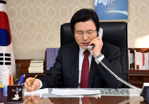 Acting President Hwang holds phone talks with Trump