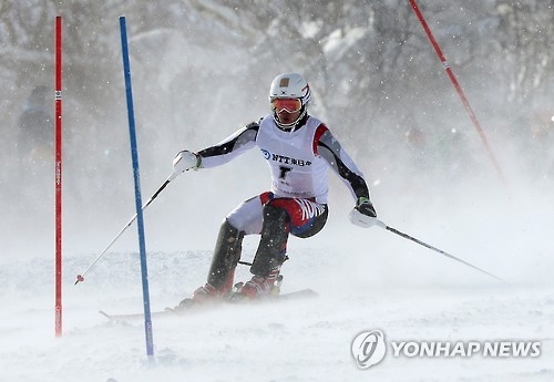 Alpine skier Jung Dong-hyun wins gold in men's slalom