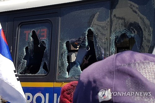 Two die as pro-Park protest turns violent
