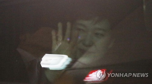 Park makes apology, vows to clarify truth on arrival at private home