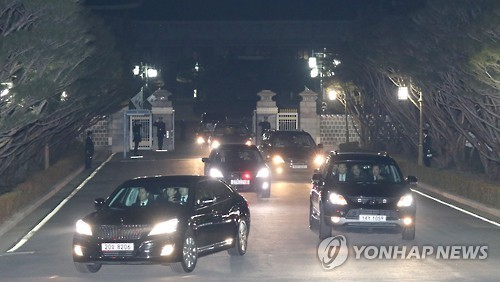 Ousted leader Park remains defiant as she returns to private home