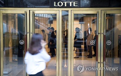 Trial on Lotte Group chief, family to begin this week