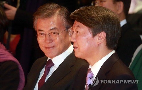 Moon leads as Ahn rises to No. 2 in presidential poll