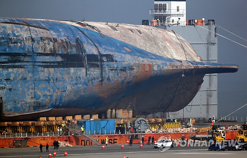 Tens of items retrieved from sunken Sewol ferry