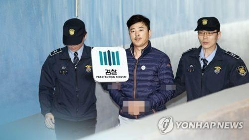 Whistleblower in Park scandal indicted on influence-peddling charges