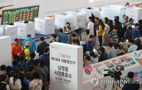 Record number of S. Koreans participate in early voting