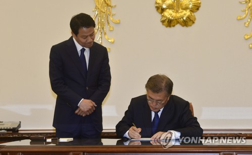 President Moon orders singing of 'liberal' song, end to state textbooks