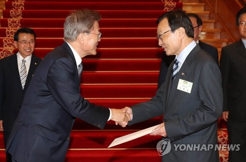 Moon's special envoy heads to China for talks on summit, N. Korea