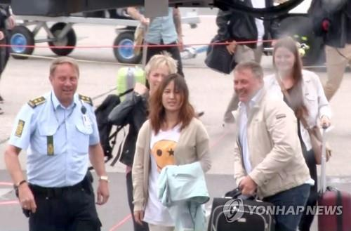 Choi's daughter arrested on plane to Korea