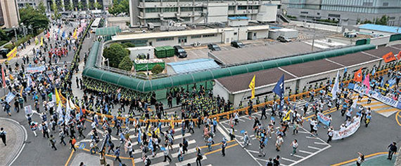 Anti-THAAD rallies in Seoul could make it difficult for President Moon