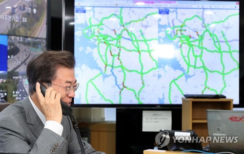 Moon broadcasts traffic conditions for drivers