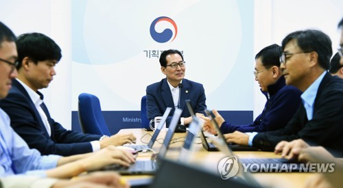 S. Korean economy strong enough to ward off possible financial crisis: vice finance minister