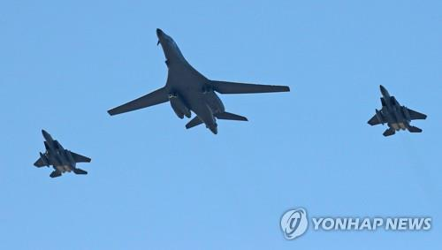 U.S. B-1B bombers fly over S. Korea to participate in Seoul air show