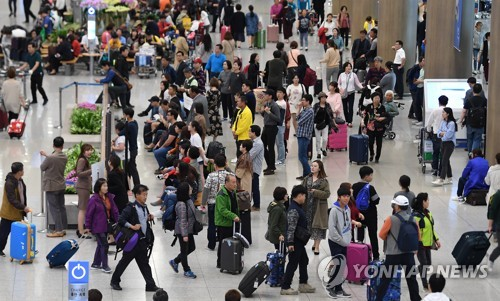 Number of foreign visitors to S. Korea falls 23.5 pct