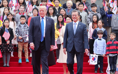 Moon, Trump begin talks on N. Korea, trade, alliance