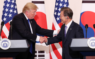 Moon, Trump agree to build up deterrence, urge N. Korea to give up nukes