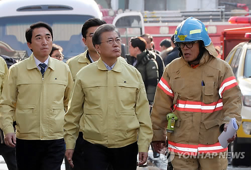 Moon vows thorough investigation to find cause of fire in Jecheon