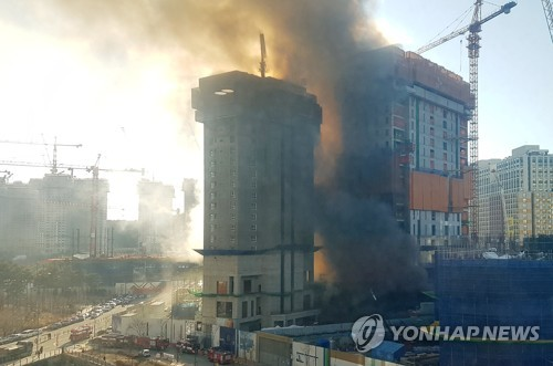 Fire at construction site of apartment complex claims one life, injures 14