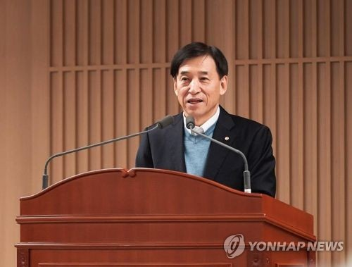 BOK chief pledges to keep expansionary monetary policy in 2018