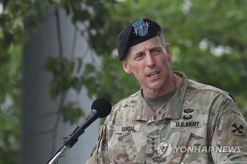 Outgoing U.S. commander awarded medal for service in Korea