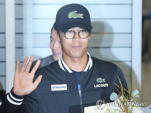 Tennis sensation Chung Hyeon returns home to hero's welcome