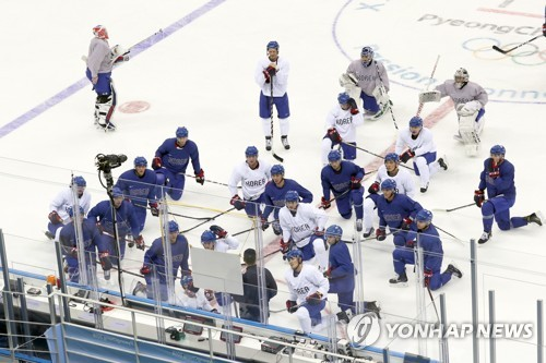 Men's hockey players wary of Olympic pressure after watching women's loss