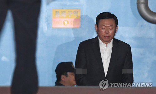 Preliminary hearing set this week for jailed Lotte chief's appeal