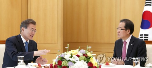 Moon urges bipartisan support for success of upcoming summit with N. Korea