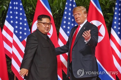 (US-NK summit) Trump, Kim hold historic summit in Singapore