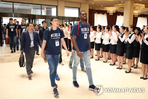 ROK Air Force planes land in Pyongyang with basketball players