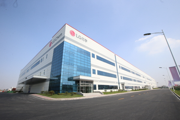 LG Chemical starts a KW2 tril. car battery plant in China