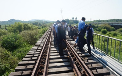 2 Koreas holding meeting to discuss railway cooperation