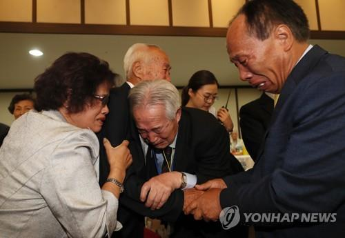 Second round of inter-Korean family reunions begins at Mount Kumgang