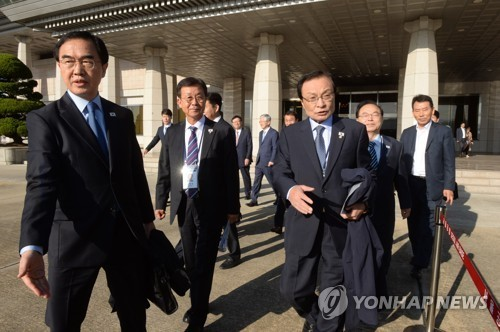 Unification Minister Cho, ruling DP Chairman Lee leave for Pyongyang