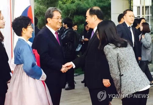 Ranking Chinese govt official attends S. Korean national day reception as a sign of sunny ties