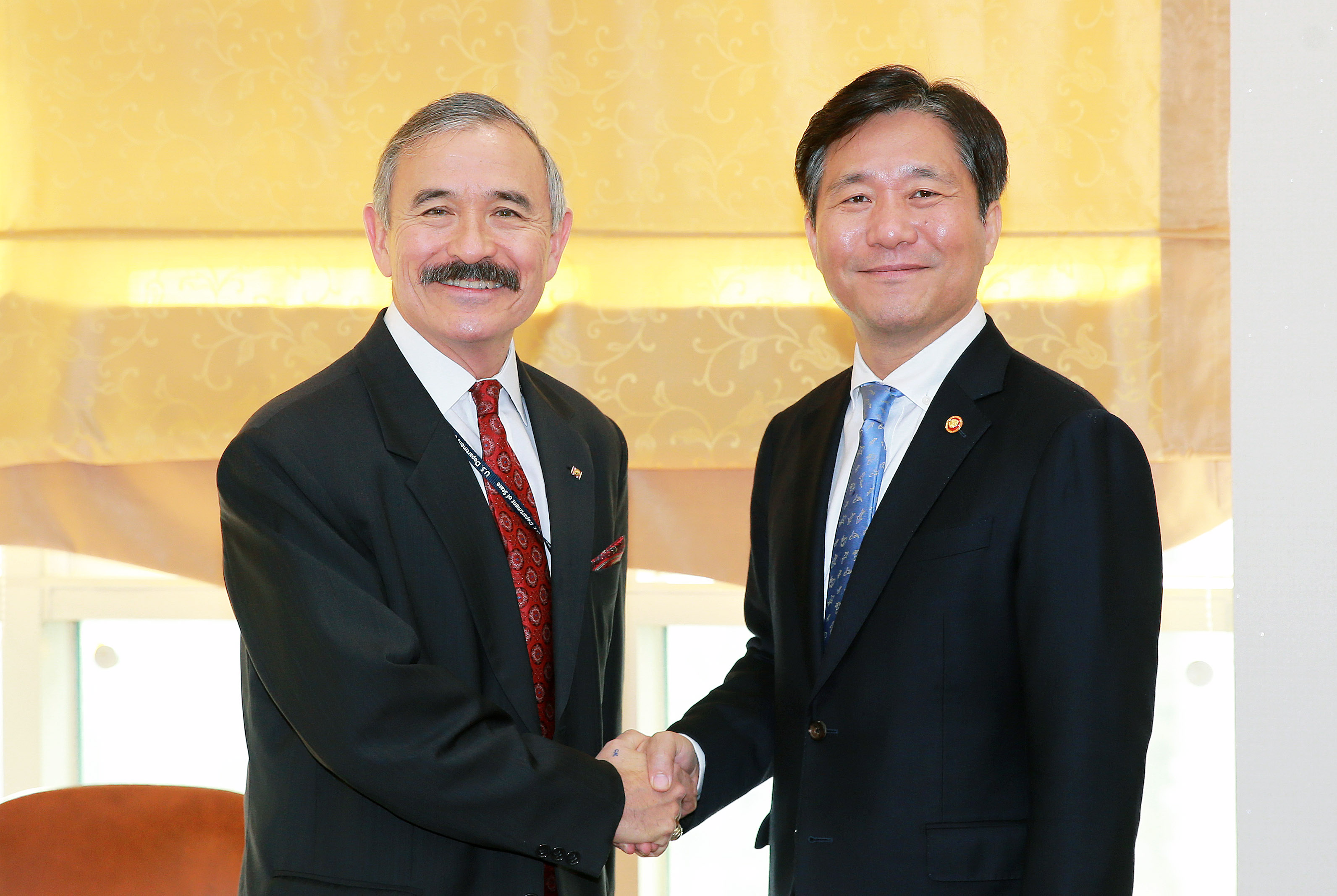 Minister Sung meets with U.S. Ambassador to Korea Harry Harris