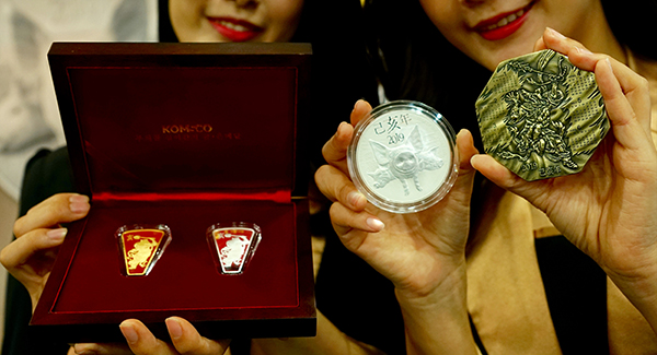 KOMSCO issues commemoration medals for King Sejong, top singers