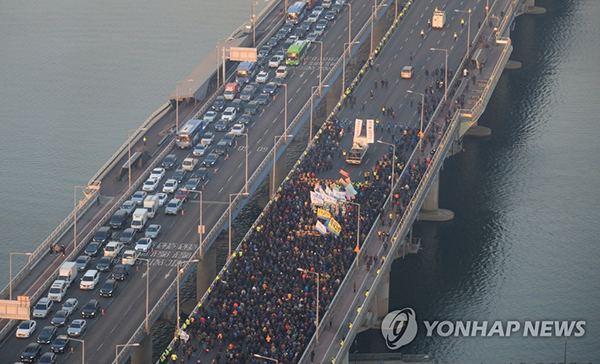 Taxi drivers stage massive rally against Kakao carpool service