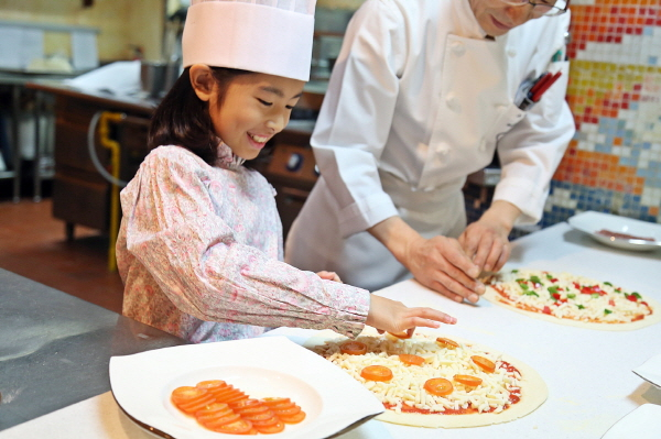 Room package with cooking class for kids at 'Millennium seoul hilton'
