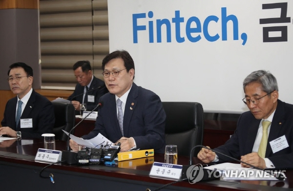 Banks to fully open payment systems to fintech firms