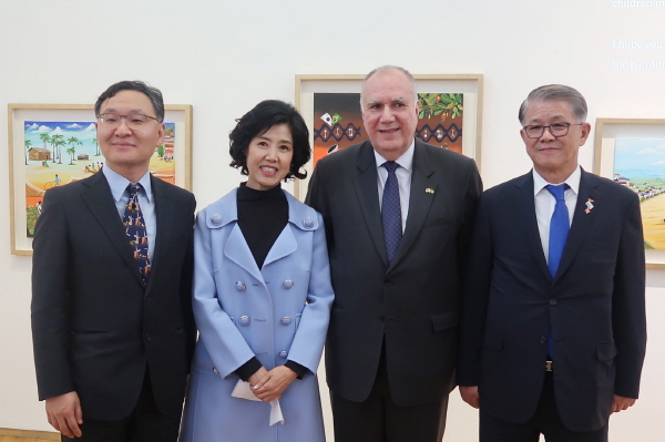 2019 cultural program with the art exhibition hosted by the Embassy of Brazil in Seoul and KOBRAS