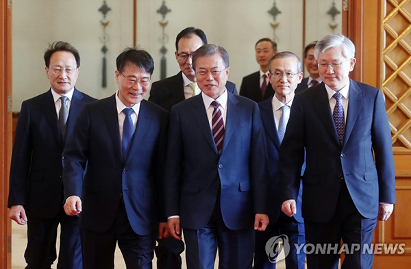 Moon gives credentials to new ambassadors to China, Japan, other nations