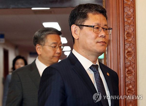 Unification minister travels to N. Korea to visit inter-Korean liaison office